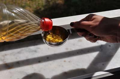 camasir yumusatici1 Tarif: Ev Yapımı Çamaşır Yumuşatıcı